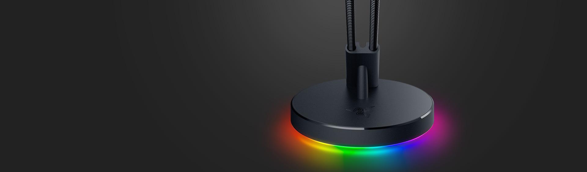 https://assets2.razerzone.com/images/pnx.assets/6bbd3ee6bd7cd3c15a60de96f55f68a3/razer-mouse-bungee-v3-chroma-usp3-desktop.jpg