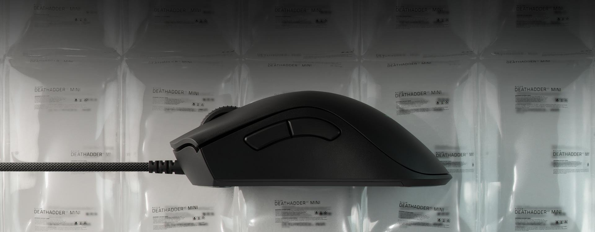 https://assets2.razerzone.com/images/pnx.assets/7d12512f21bfb23d8e5f7c2a58114c75/razer-deathadder-v2-mini-2020-usp1-desktop.jpg